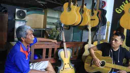 Gitar Bambu Dari Kediri